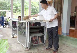 Kỹ sư trẻ sáng tạo máy nướng bánh tráng bằng tia hồng ngoại.